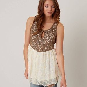 Gimmicks by BKE Perforated Keyhole Tank Top Size M